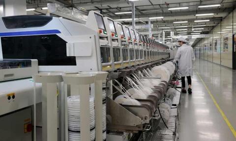 Ben trong ban doanh Huawei: Chau Au thu nho, robot thay dan con nguoi hinh anh 2