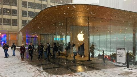 Chi hang ty USD R&D, Apple co dang bi chi trich 'thieu dot pha'? hinh anh