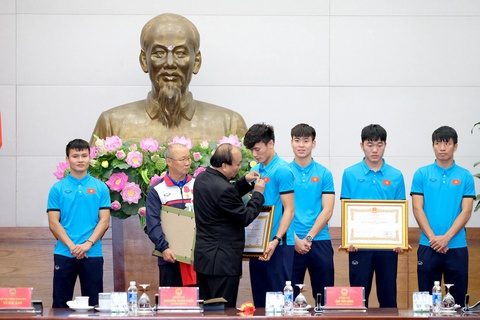 Thu tuong: Toi da cho doi U23 Viet Nam hon 5 gio dong ho hinh anh 8
