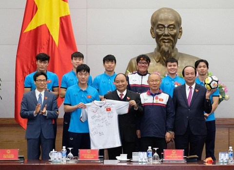 Thu tuong: Toi da cho doi U23 Viet Nam hon 5 gio dong ho hinh anh 11