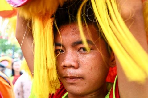 Le ruoc kieu Ba Thien Hau day mau sac tren duong pho Binh Duong hinh anh 6