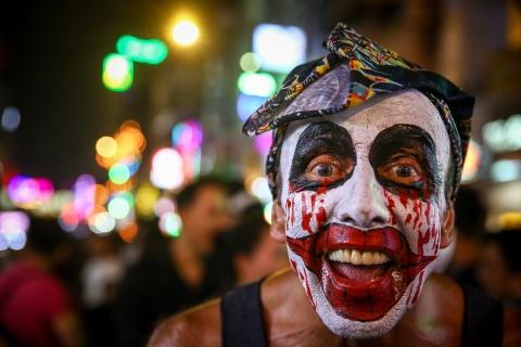 'Ma quy' dong dac pho Tay Bui Vien dem Halloween hinh anh 9