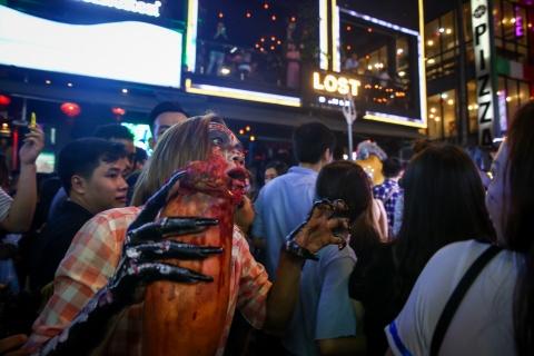 'Ma quy' dong dac pho Tay Bui Vien dem Halloween hinh anh 11