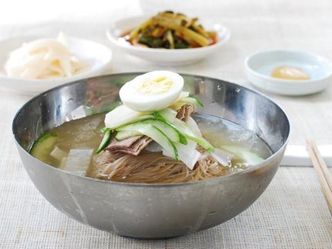 Bi quyet lam soi mi lanh naengmyeon tru danh cua Han Quoc hinh anh