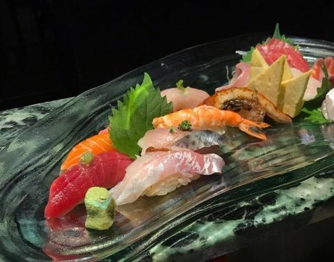 Diem khac biet co ban giua sushi va sashimi la gi? hinh anh