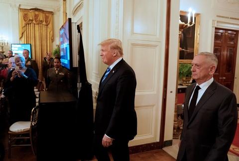TT Trump ngay cang lanh nhat voi Bo truong Quoc phong Mattis hinh anh 1