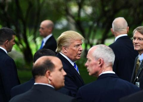 Dự trữ máu và các biện pháp bảo vệ sát sao TT Trump của mật vụ Mỹ