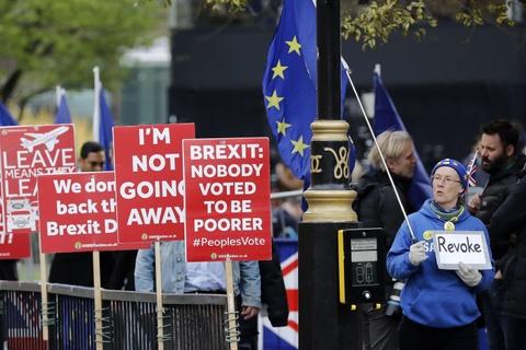 Bi kich hay hai kich: Nguoi Anh hoang mang ve Brexit hinh anh 1
