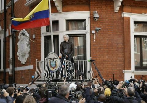 Chien dich 36 gio tong 'nguoi luoi tam' tu WikiLeaks khoi DSQ Ecuador hinh anh 2