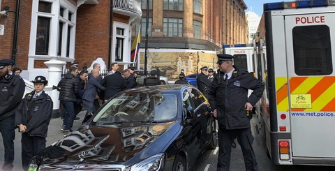 WikiLeaks va Julian Assange: Chuyen dai chua bao gio co hoi ket hinh anh 1