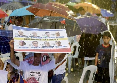 Bau cu Philippines - bai kiem tra giua ky cua ong Duterte hinh anh 7