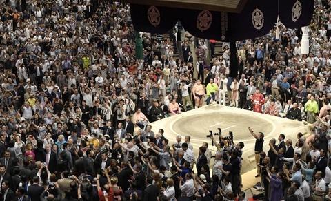 TT Trump khien nguoi Nhat thich thu khi di xem sumo hinh anh 1