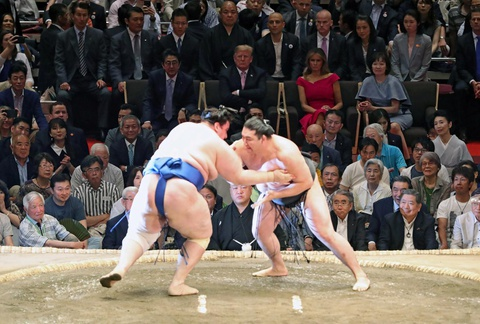 TT Trump khien nguoi Nhat thich thu khi di xem sumo hinh anh 3