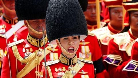 Tam su cuoi cung cua hoang quy phi Thai Lan tren Instagram hinh anh