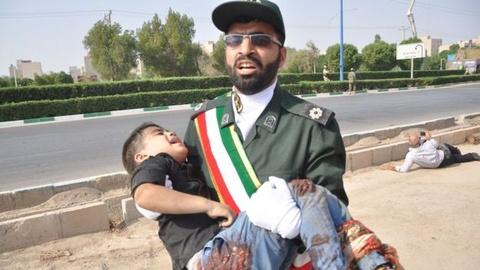Iran trieu tap dai su 3 nuoc chau Au sau vu xa sung o duyet binh hinh anh