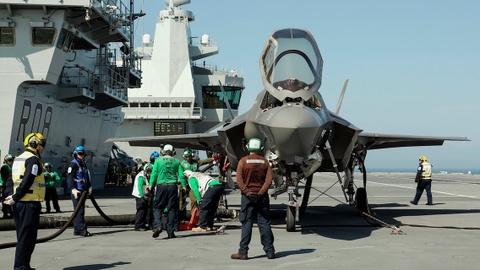 F-35 lan dau ha canh tren tau san bay dat nhat cua Anh hinh anh 9