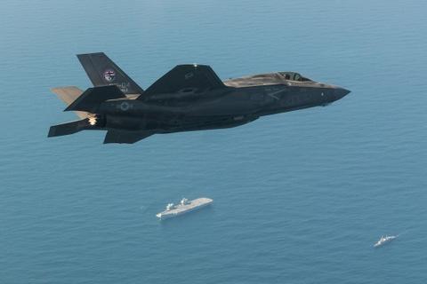 F-35 lan dau ha canh tren tau san bay dat nhat cua Anh hinh anh 4