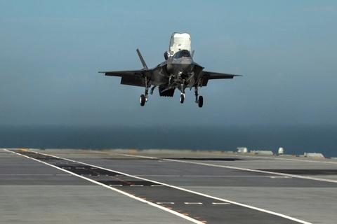 F-35 lan dau ha canh tren tau san bay dat nhat cua Anh hinh anh 6