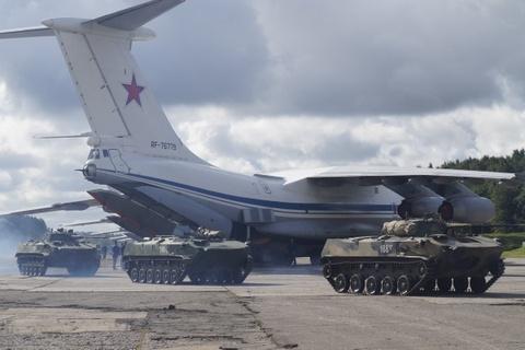 Nga tang cuong quan su o Crimea giua luc cang thang voi Ukraine hinh anh