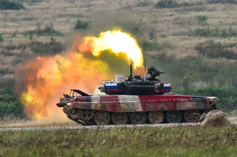 Xe tang do cua Nga vuot troi tai chung ket Tank Biathlon hinh anh