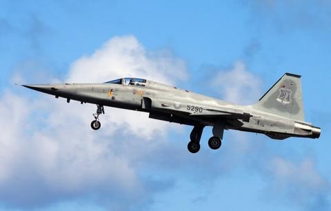 Tiem kich F-5E cua Dai Loan gap nan, phi cong thiet mang hinh anh