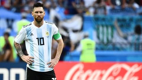 Messi bi to dung tien quy tu thien de gian lan tai chinh hinh anh