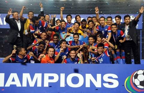 Doi hinh tung giup Malaysia vo dich AFF Cup 2010 gio o dau? hinh anh