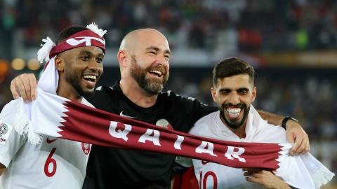 LDBD Qatar sa thai Felix Sanchez, moi HLV Wenger sau Asian Cup? hinh anh