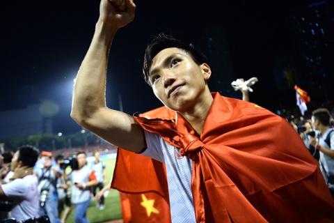Cuu vuong Champions League tung muon chieu mo Doan Van Hau hinh anh