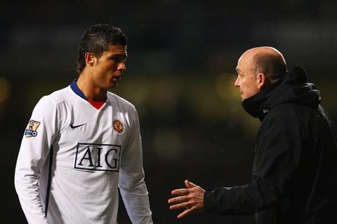 'MU buoc Ronaldo phai lam nhung dieu cau ay khong muon' hinh anh