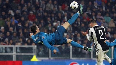 Ghi sieu pham de doi, Ronaldo van ngam ngui xep sau Salah hinh anh