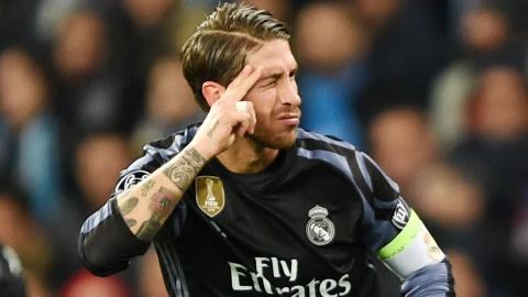Ramos bi yeu cau boi thuong 1 ty euro cho Salah hinh anh