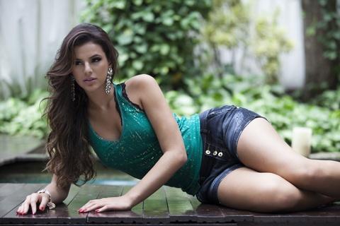 Bruna Marquezine - bong hong khien Neymar 4 lan vat va niu keo hinh anh
