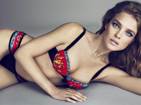 Natalia Vodianova, 'bong hong' xinh dep o dem khai mac World Cup hinh anh