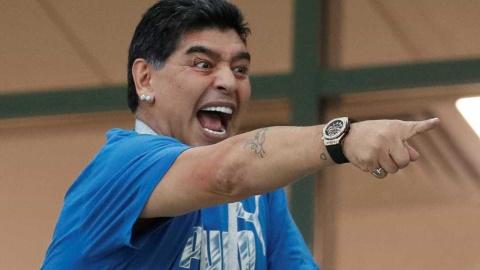 Trong con tuc gian, Maradona muon 'nan gan' toan doi Argentina hinh anh