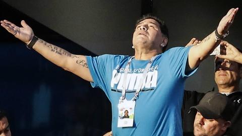 Diego Maradona muon thay Sampaoli dan dat Argentina hinh anh
