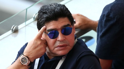 Diego Maradona xin loi FIFA sau loi noi xuc pham trong tai hinh anh