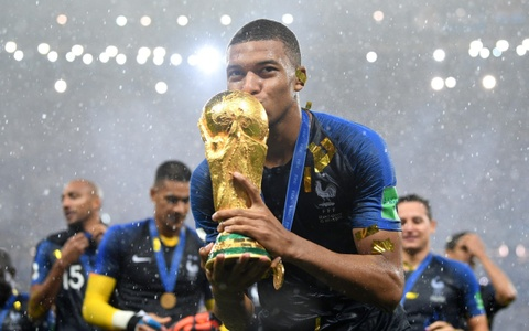 Kylian Mbappe: Vo dich World Cup va thay the Messi, Ronaldo? hinh anh