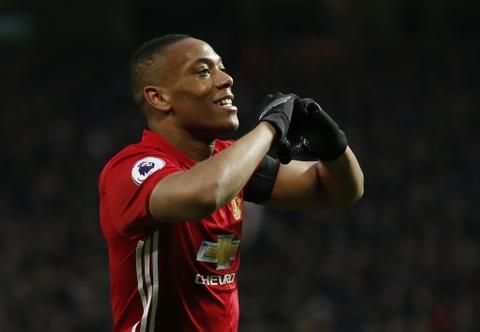 Manchester United can tong khu Martial ngay lap tuc hinh anh 3