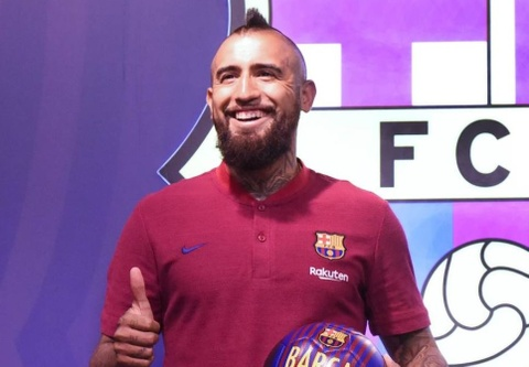 Vidal hanh phuc khi duoc choi bong cung Lionel Messi hinh anh