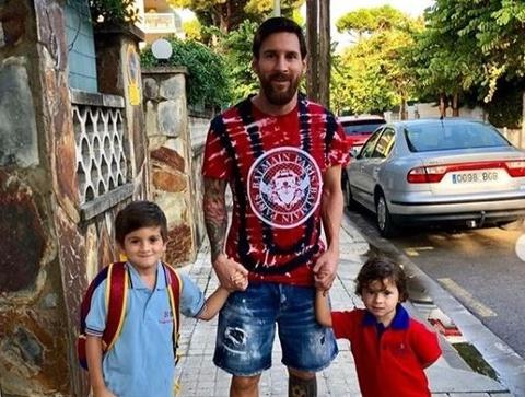 Leo Messi lam gi trong nhung ngay roi xa trai bong? hinh anh