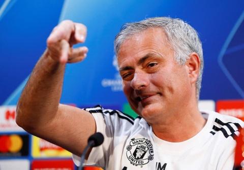 Mourinho che hang tien ve MU thieu sang tao hinh anh