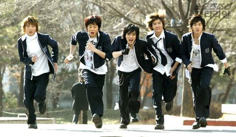 'Lan song Kpop' o Nhat - tu huyen thoai DBSK den scandal cua BTS hinh anh 1