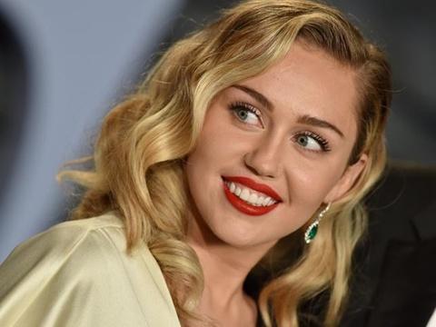 Miley Cyrus nhac fan Viet Nam truoc gio ra mat bai hat moi hinh anh