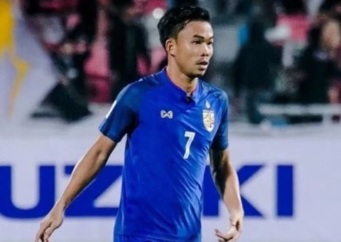 Tuyen thu Thai Lan om me bat khoc sau khi bi loai khoi AFF Cup hinh anh