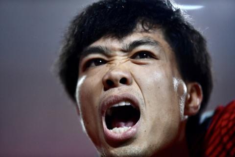 Quang Hai om cham Van Duc sau ban mo ty so vao luoi Philippines hinh anh 8