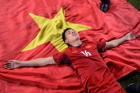 BLV Quang Huy: 'Vo dich roi! an mung thoi cac ban oi' hinh anh