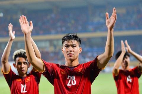 CLB Ha Noi lot top doi dong gop nhieu tuyen thu cho Asian Cup hinh anh
