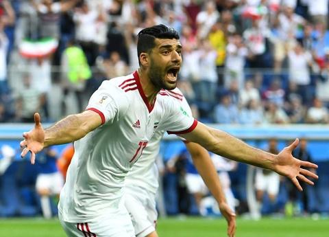 Tien dao Iran tho o voi danh hieu vua pha luoi Asian Cup hinh anh