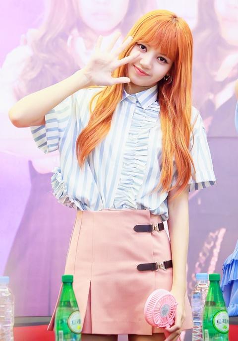 Lisa (Black Pink) va cau chuyen idol ngoai quoc bi ky thi o Kpop hinh anh 2